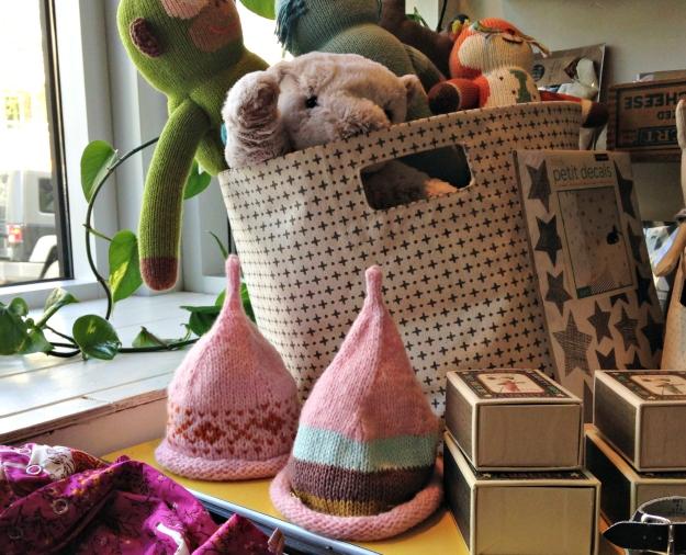 elf hats in room6
